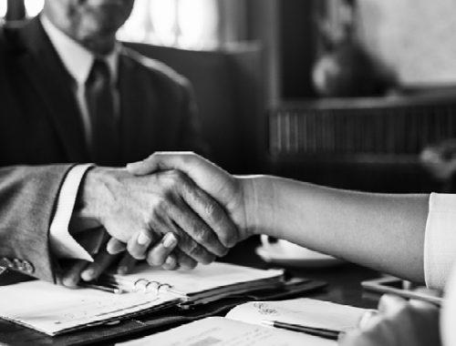 5 gode grunde til at have en advokat med fra start i din erstatningssag